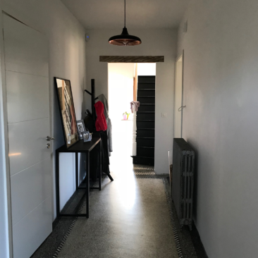 Gaëlle Maire - Architecte et décoratrice d'intérieur à Liège : Projet : Conseils couleurs d'un hall d'entrée : Photo avant